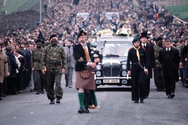 De indrukwekkende begrafenis van Bobby Sands.