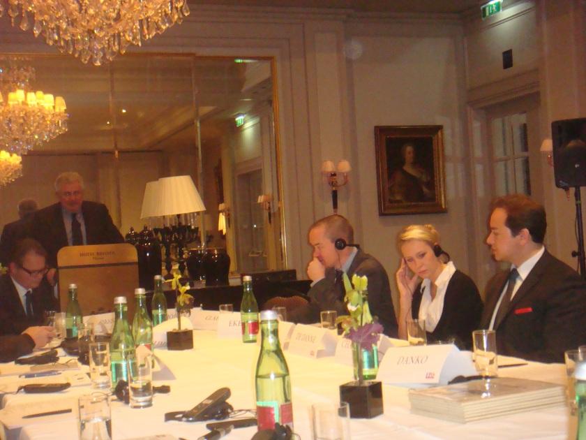 Andreas Mölzer, Europarlemntslid van de Oostenrijkse FPO, opent de conferentie