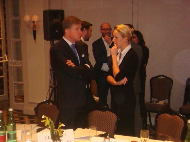 Philip Claeys (VB) in gesprek met Marion Le Pen (FN)