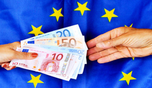 FRANCE-ECONOMY-FINANCE-CRISIS-DEBT-EUROS-FEATURE