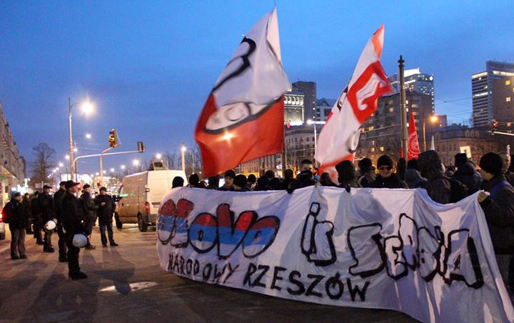 Polen demonstreren voor een ServischKosovo
