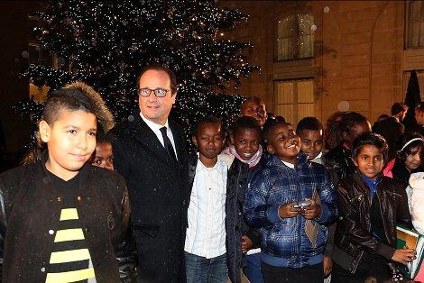 'President' Hollande met zijn toekomstige  kiezers (voor zover ze hem nog een plaats op de lijst gunnen).