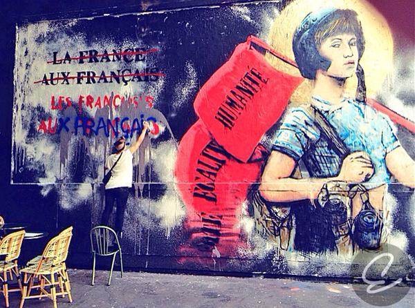 l'Alliance Générale contre le Racisme et pour le respect de l'Identité Française et chrétienne) heeft een ronduit anti-Franse en racistische muurtekening zelf 'aangepast'.