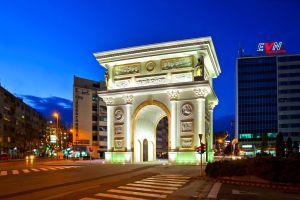 Skopje, de megalomanie ten top. Een nieuwe triomfboog voor Alexander de Grote...