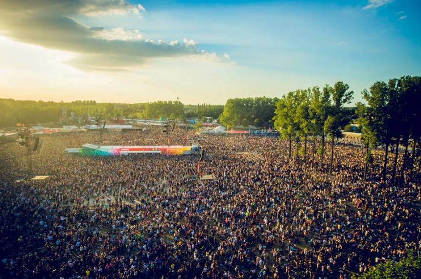13082016Rock-Werchter-crowd