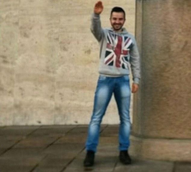 Liever een IS-terrorist dan een fascist: heldenstatus kwijt na opduiken 'foute' foto's