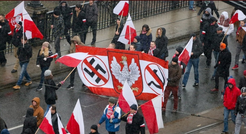 Tienduizenden demonstranten op Poolse onafhankelijkheidsdag inWarschau