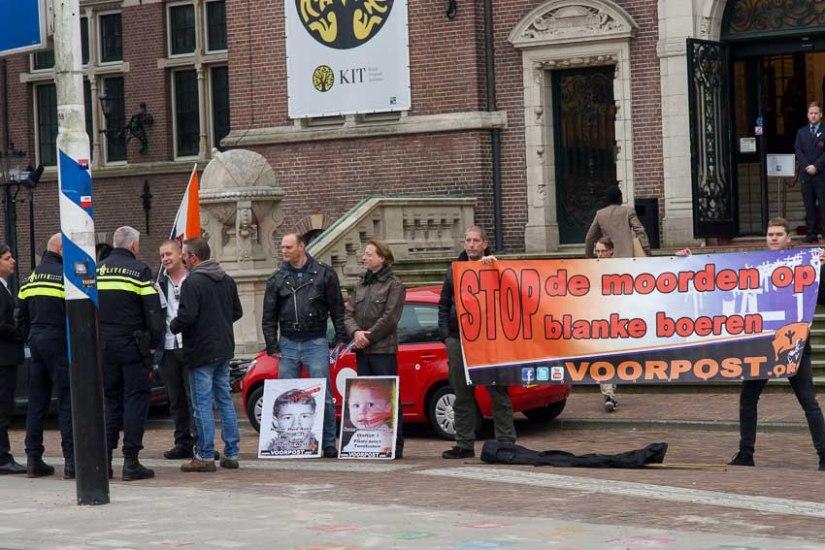 Nationalistische actiegroep Voorpost bij Afrikadag in Amsterdam tegen deplaasmoorde