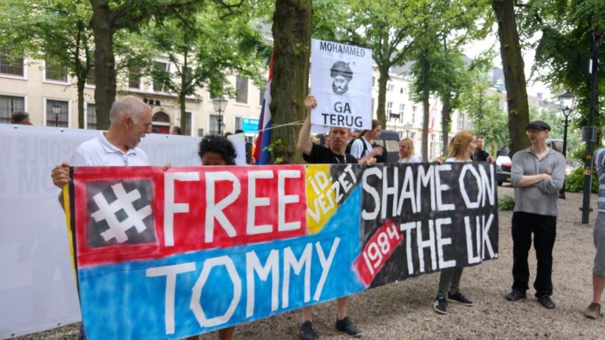Demonstratie in Den Haag voor vrijlating Tommy Robinson