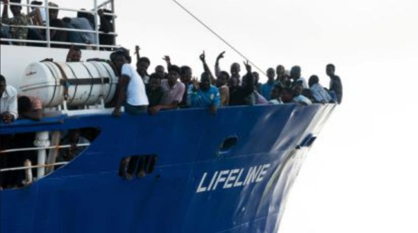 Frans president Macron treedt Salvini bij en erkent criminele rol NGO's in Middellandse zeegebied, België volhardt innaïviteit
