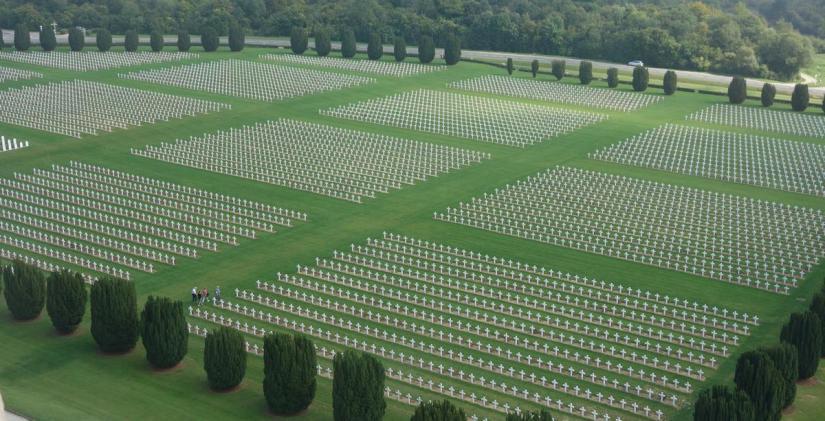 """Frans president Macron: """"Géén militair défilé op 11 november om Eerste Wereldoorlog te herdenken."""""""