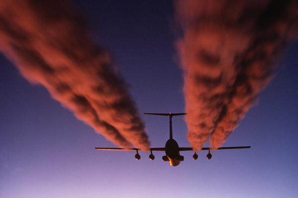 Spijbelen voor het milieu: organisatrices vlogen zelf halve wereld rond en wat met dewettelijkheid?