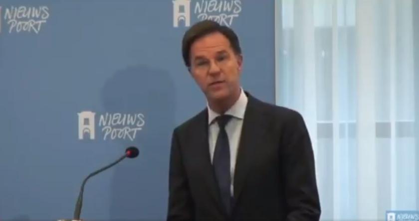 Nederlands kabinet treedt af vanwege misstanden toeslagen kinderopvang, scherpe kritiek populisten op verantwoordelijken