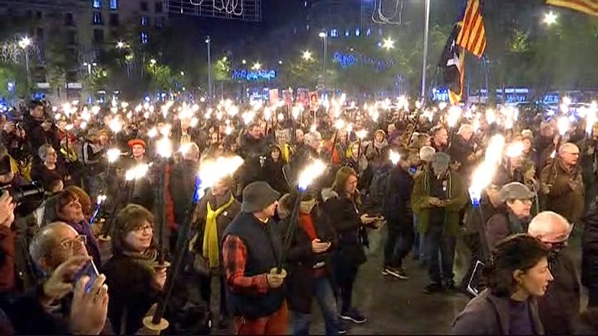 Fakkeltocht in Barcelona voor politieke gevangenen en bannelingen