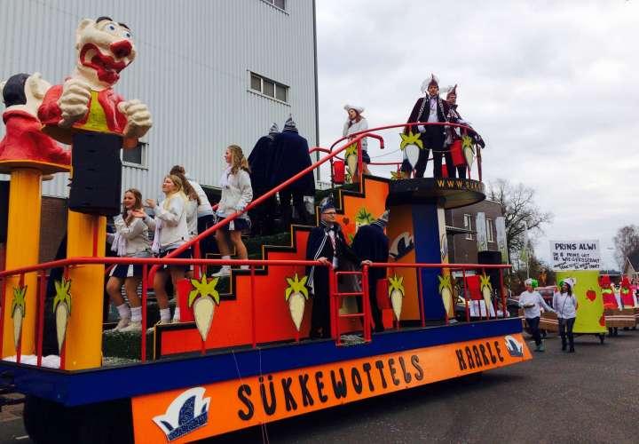 Kijk uit met de keuze van je carnavalspak!