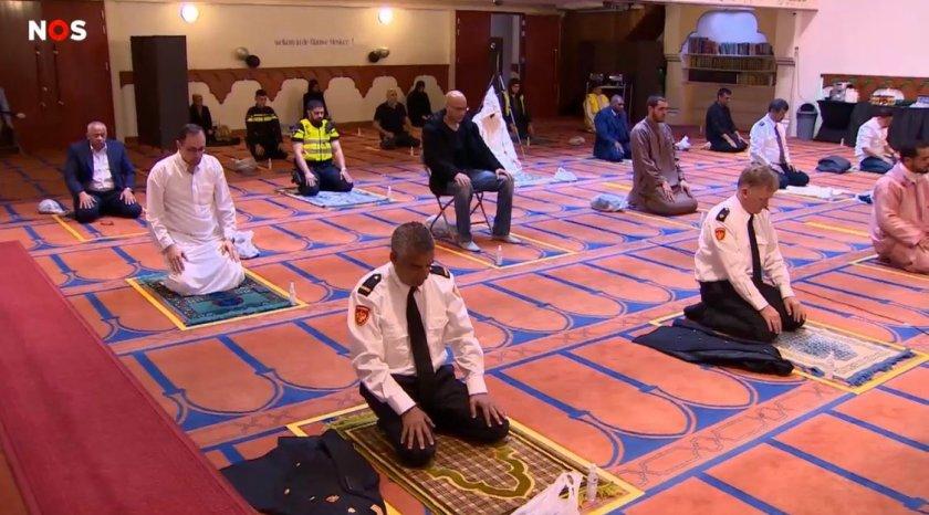 Forum voor Democratie bevraagt Amsterdams gemeentebestuur over politieagenten in moskee